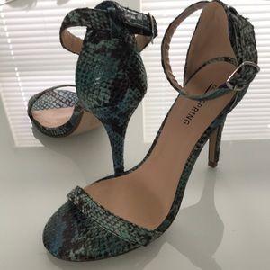 SZ 7 1/2 Snake Skin Heels Teal/Black